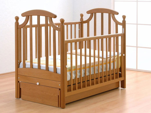 Детская кроватка для детской комнаты новорождённого