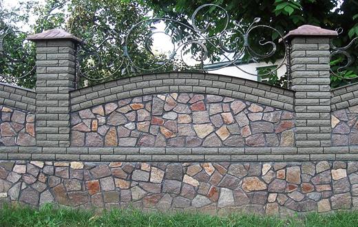 Забор из камня или кирпича