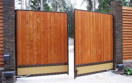 Какие бывают виды ворот для загородного дома