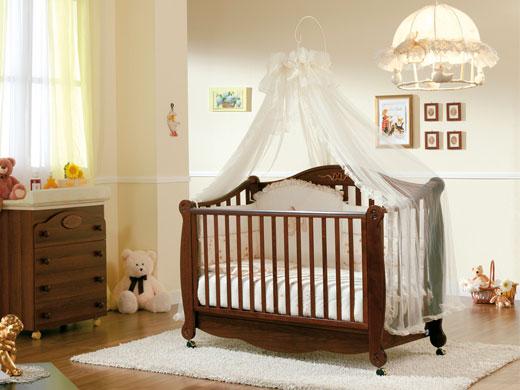 Кроватка для младенца в детскую комнату