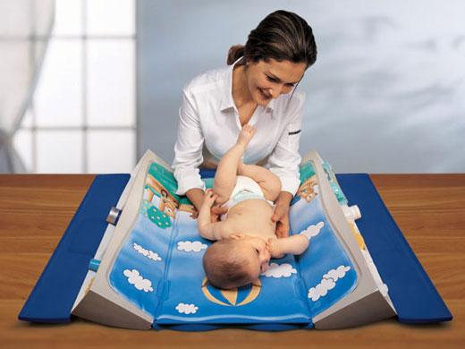 Пеленальный столик для детской комнаты