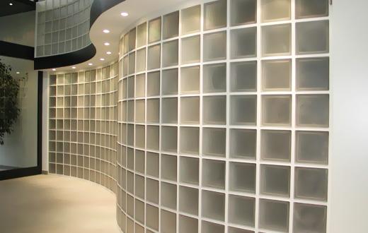 Монтаж стены из стеклоблоков на деревянном каркасе