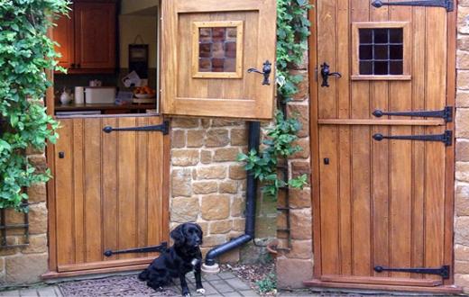 Конюшенные двери